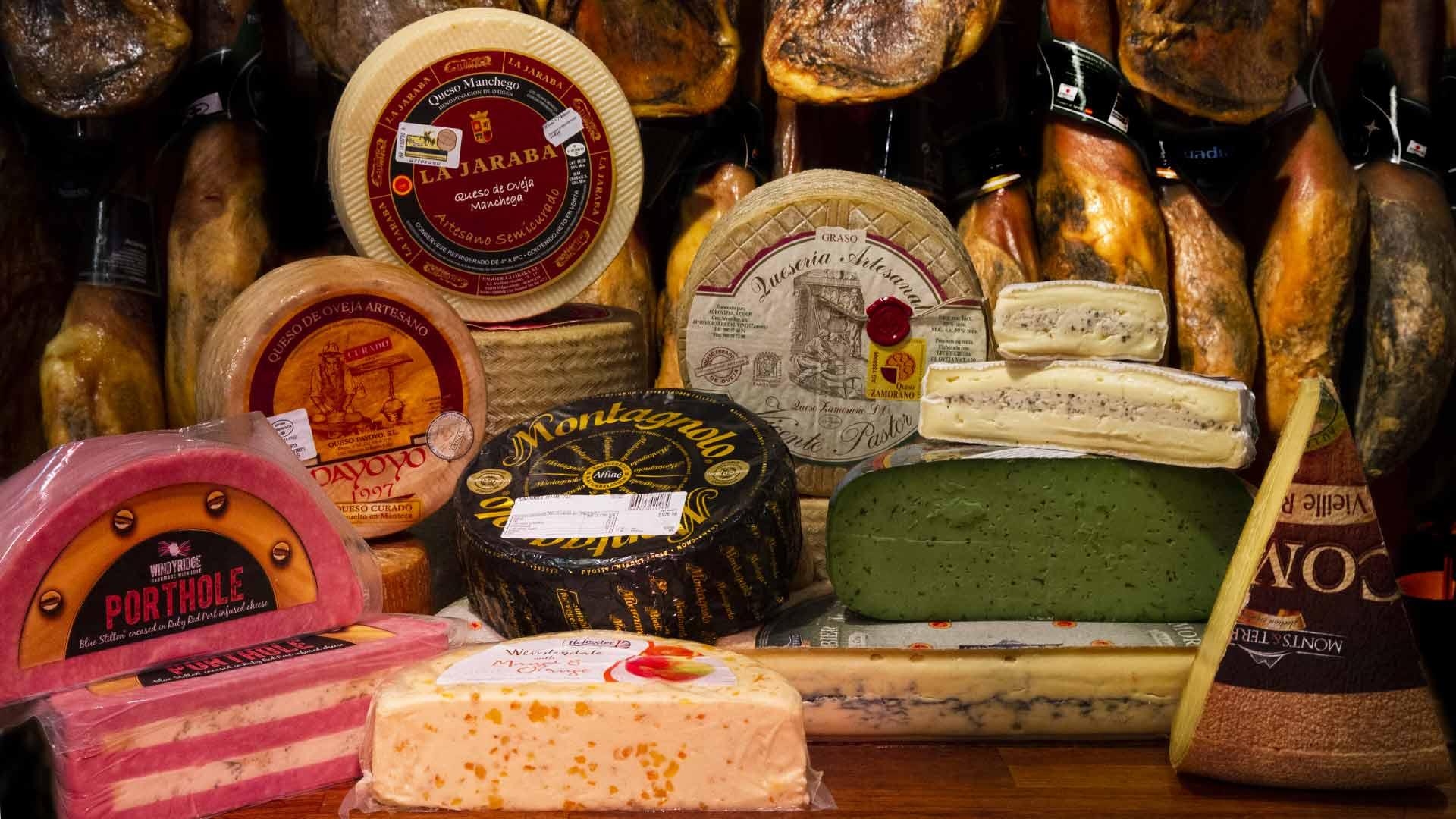 Tipos de Queso en Jamonería José Luis Romero. Más de 60 tipos de quesos en Jamonería José Luis Romero